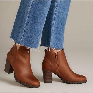 Clark's Verona trish bootie  tan chunky heeled 7